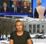 Reporterin hat T-Shirt an, aber hinter ihr liegt Washington im Schnee